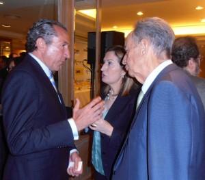 El presidente de ASEFMA, Juan José Potti, discute con la Ministra de Fomento, Ana Pastor.