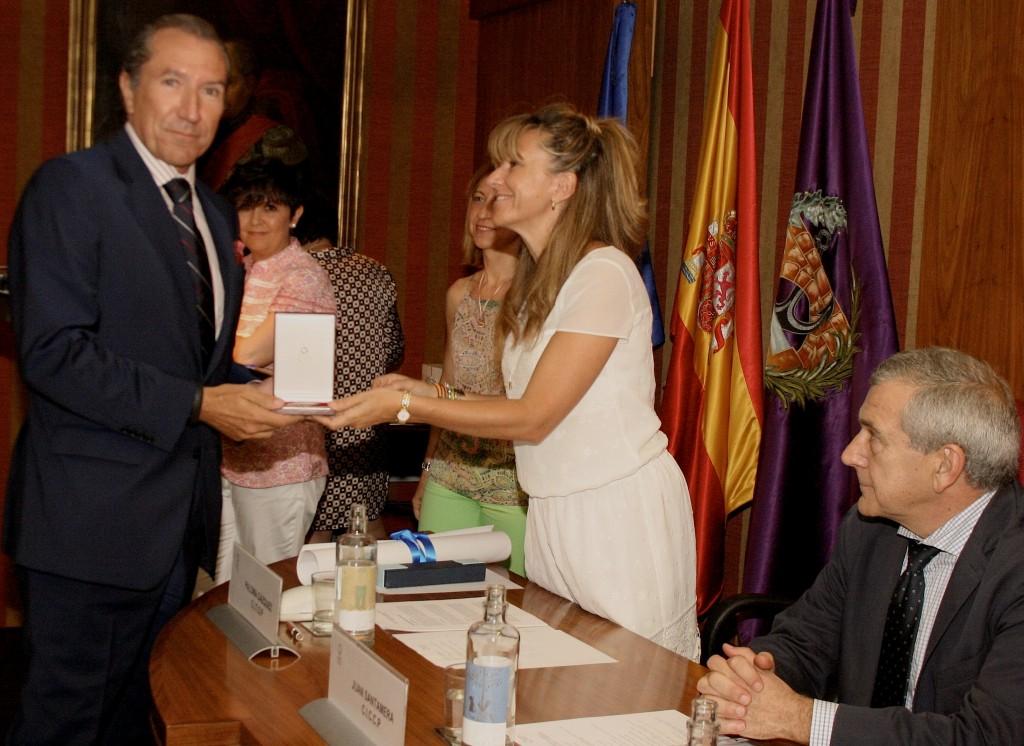El presidente de ASEFMA, Juan José Potti, recibe la medalla de honor de la Asociación Española de la Carretera (AEC)