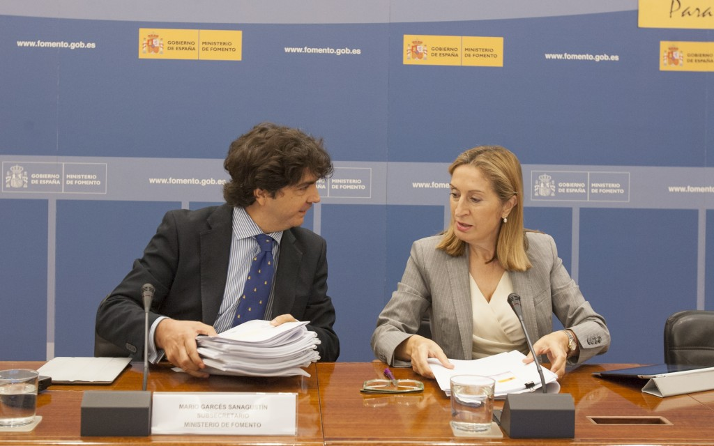 Ana Pastor, titular de Fomento, presenta los Presupuestos de 2015 del Ministerio de Fomento   Fuente: www.fomento.gob.es.