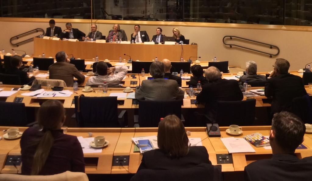 Sesión informativa de la Federación Europea de Carreteras (ERF) sobre gestión de carreteras, organizada en el Parlamento Europeo.