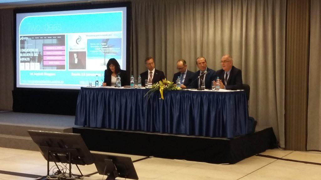 Fotografía de la mesa sobre políticas de comunicación en 6th Eurasphalt & Eurobitume Congress| Créditos: Francisco José (Curro) Lucas en Twitter (@curro_lucas).