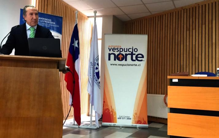 Intervención de Juan José Potti, presidente de ASEFMA, en el Seminario Internacional sobre Pavimentos asfálticos de Universidad de la Frontera. Créditos: Claudio Fonseca (@fonsecai) en Twitter.