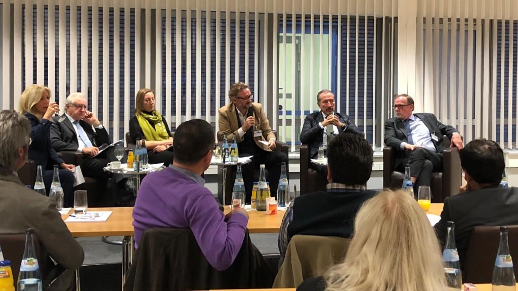 Momento del debate en el seminario internacional sobre comunicación de JRS | Créditos de la fotografía:  Igor Ruttmar en Twitter