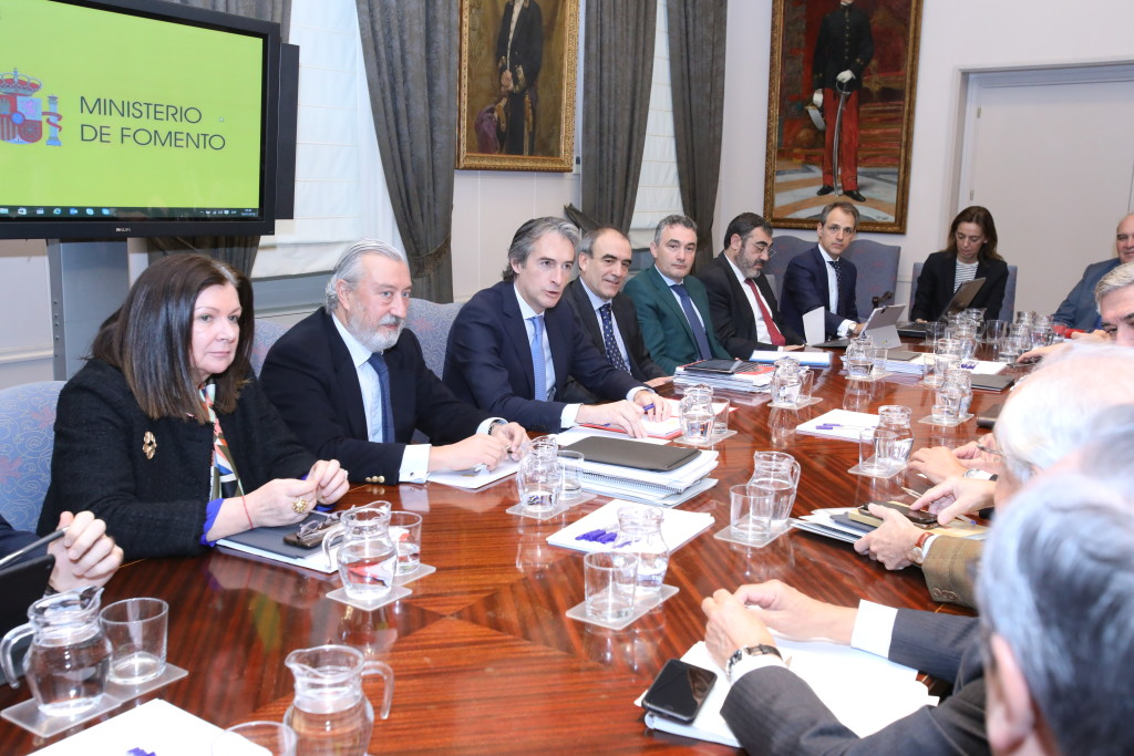 El ministro de Fomento, Iñigo de la Serna, durante la reunión del Plan de Innovación para el transporte y las infraestructuras 2017-2020