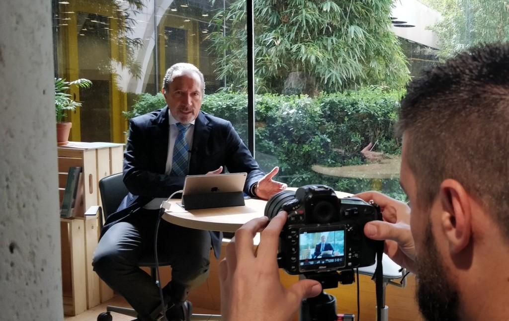 Juan José Potti, presidente de ASEFMA, durante la grabación de su intervención en las oficinas de ITAFEC situadas en Impact Hub Torre Picasso.